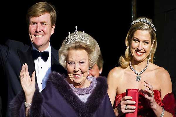 Dutch King succeeds mother Beatrix