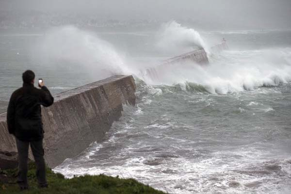 Storm wreaks havoc in Britain