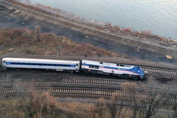 Train derails in New York, 4 killed