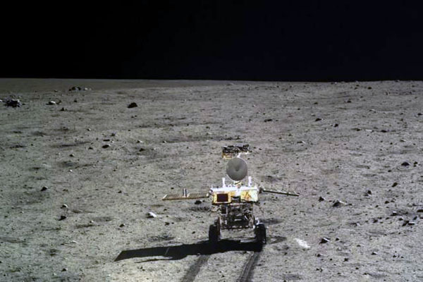 China's Moon rover develops snag