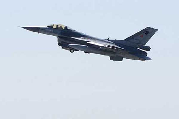 Turkish F-16 jets follow a Russian military aircraft