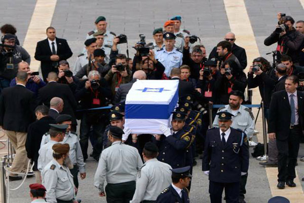 Sharon to be buried at Negev Desert