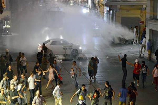 Police intervene in Gezi protesters