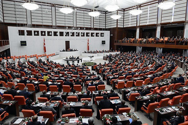 Turkish parliament extends Syria war motion