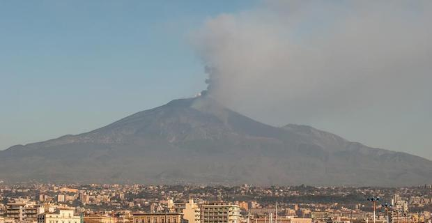 Ten injured in Italy quakes as Mt. Etna erupts