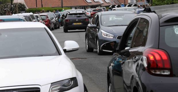 Health chiefs want ban on cars near schools to cut pollution