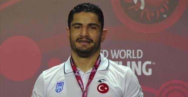 Turkish wrestler wins gold in European championships