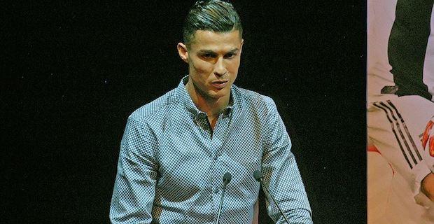 Cristiano Ronaldo gets Marca Legend award