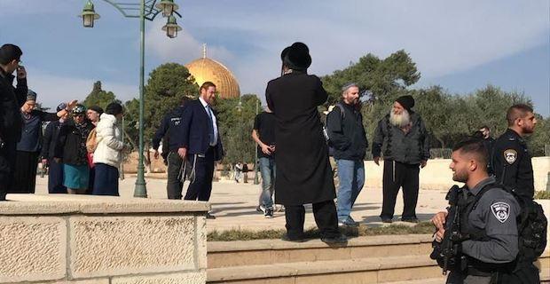 Israeli minister, ex-Knesset member storm Al-Aqsa