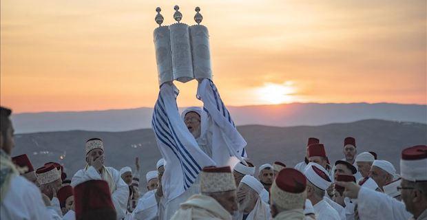 Jewish settlers storm Al-Aqsa to observe Sukkot