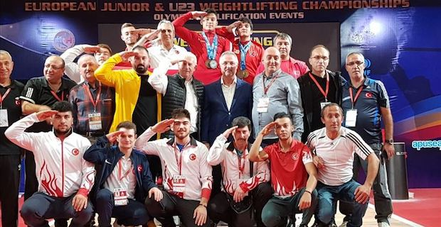 Turkish weightlifter wins gold in youth championships