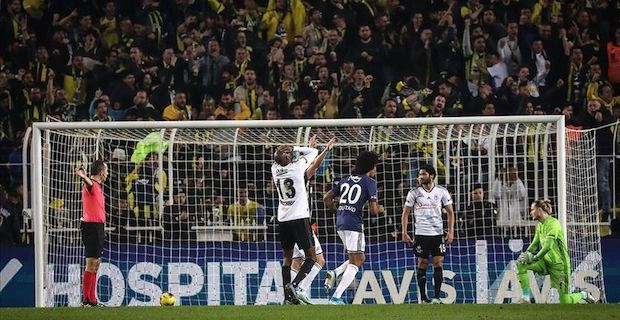 Fenerbahce beat Besiktas 3-1 in football derby