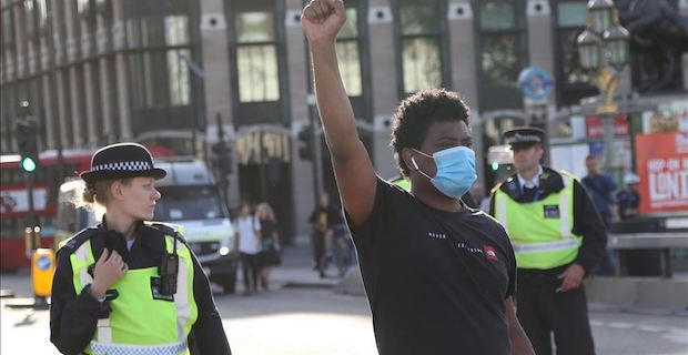 UK: 15 police officers injured in South London clash