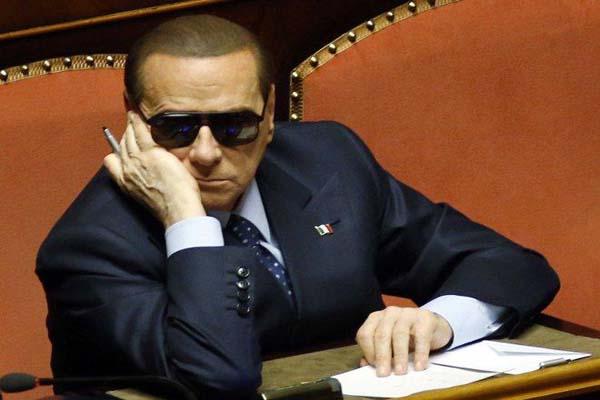 Berlusconi U-turn secures Italian govt