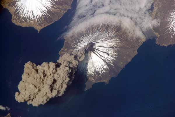 Alaska volcano spews ash plume near air traffic route
