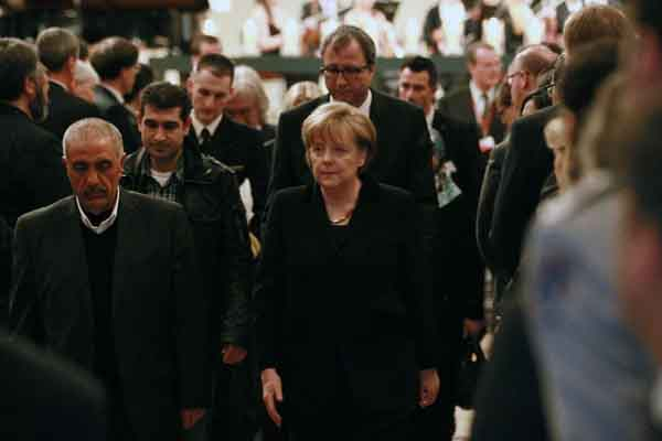 Merkel to meet with neo-Nazi victims' families