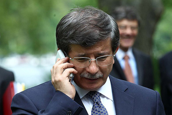 Ahmet Davutoglu talks to Iraqi counterpart