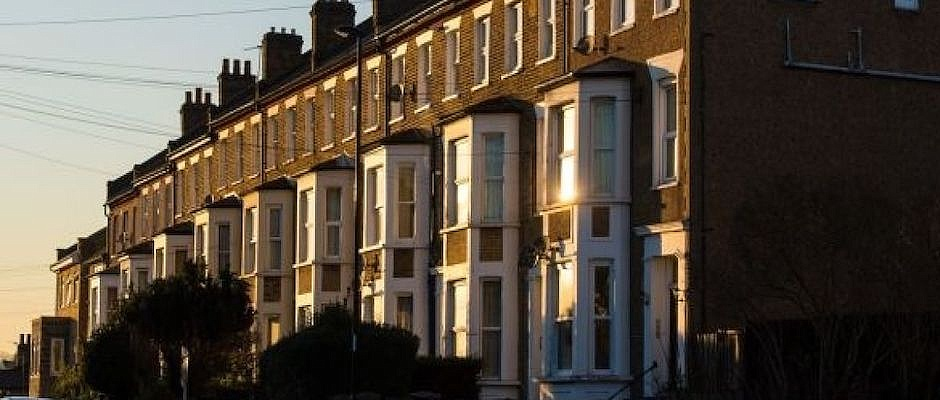 House prices jump 9.5% as buyers seek larger homes
