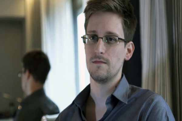 Edward Snowden leaves Hong Kong