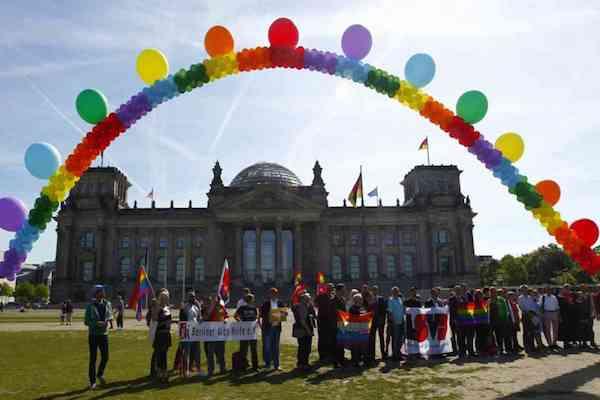 Gay marriage approved by German MPs in snap vote