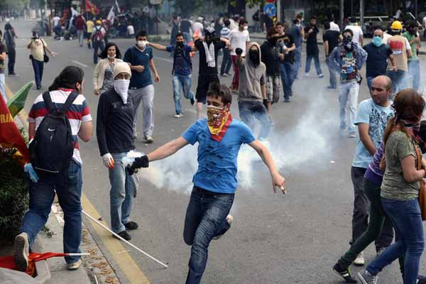 Turkish police detains 16 over Gezi protests