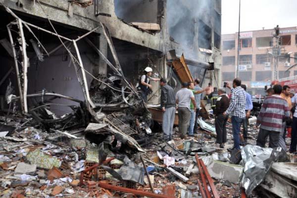 Car bombs near Turkey Syria border killed 40