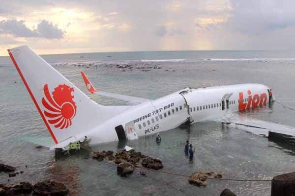All survive after jet lands in sea off Bali Indonesia