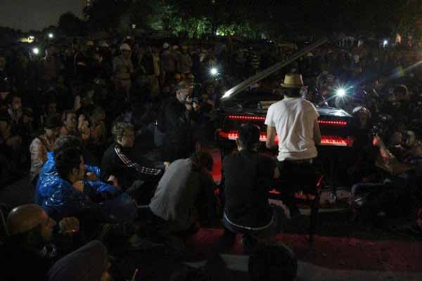 Pianist Martello plays for Gezi Park protesters