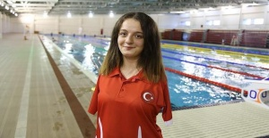 Paralympic Turkish swimmer bags gold medal