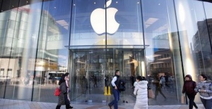 Apple blames China for sales forecast cut