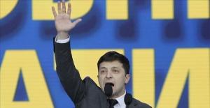 Ukraine, Zelensky elected president in landslide win