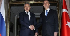 Turkish, Russian defense chiefs discuss...