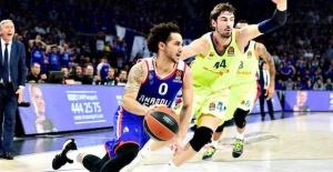 Basketball, Shane Larkin stays with Anadolu Efes