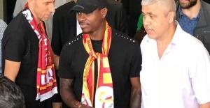 Galatasaray sign Fulham midfielder Seri