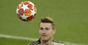 Juventus sign Dutch star Matthijs de Ligt