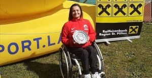 Wheelchair Tennis, Busra Un lifts trophy in Austria