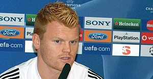 Liverpool veteran Riise survives road accident