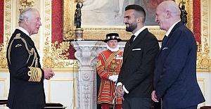 Turkish Cypriot Mete Coban receivedan MBE from Prince Charles