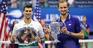 Medvedev shocks Djokovic to win 2021 US Open