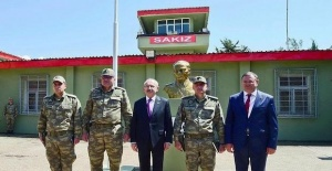 CHP leader visits Turkish troops on Syrian border after a row with Erdoğan