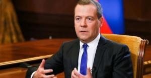 Russia expands sanctions against Ukraine