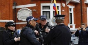UK police arrest WikiLeaks founder Julian Assange