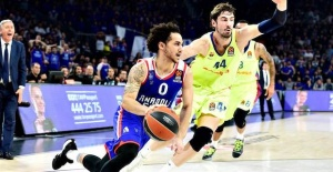 Basketball, Shane Larkin stays with Anadolu Efes