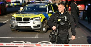 London Bridge: Man 'shot by police' after stabbing attack
