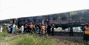 Pakistan: Death toll from train fire climbs to 74