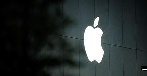 Top Ukrainian diplomat slams Apple over Crimea maps