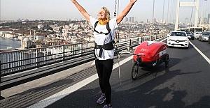 British runner crosses Istanbul bridge