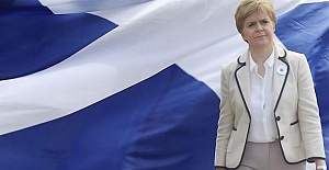 Scottish parliament votes for new independence vote