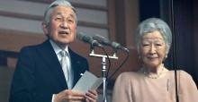Outgoing Japanese monarch pays respects to gods