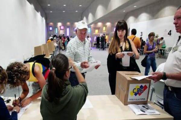 Venezuela votes to choose new president
